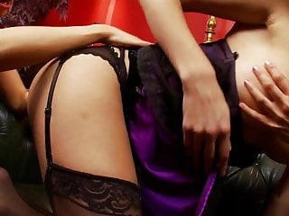 Download video bokep Hot blondes and brunettes Chelsea, Jamie & Chloe have a pussy lick session Mp4 terbaru