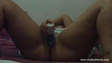 Petite Cam Babe Toys Herself till Orgasm