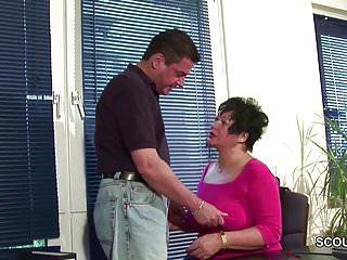 Das treibt Mutti wirklich auf Arbeit mit ihrem Chef