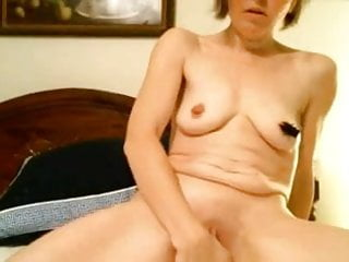 Milf fucks pussy with toy hard trying to cum, nip clamps