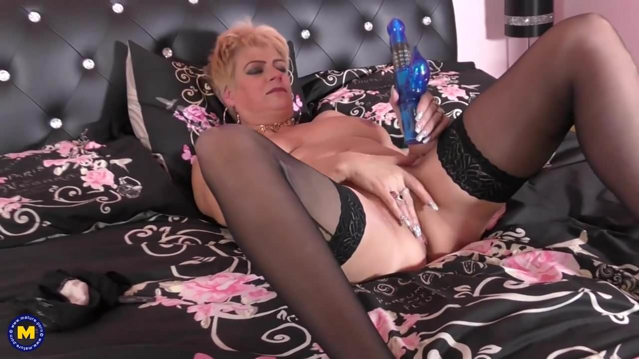 Free download & watch british mature mom with big tits and hungry pussy         porn movies