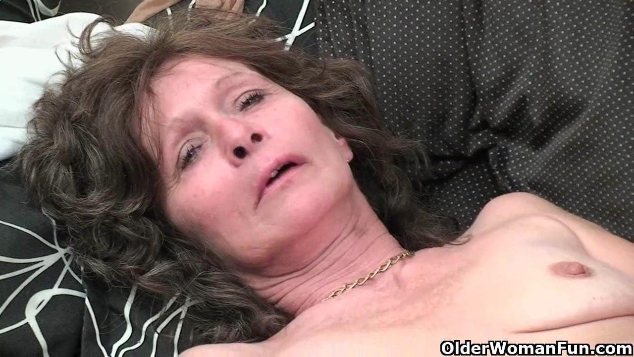 Saggy tits and hairy pussy masturbates