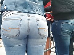 BIG PAWG ASS IN BLUE JEANS