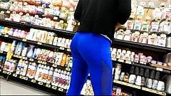 nice ass in leggings milf