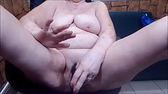 Big grandma masturbating on cam