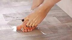 Oiled black nailed feet