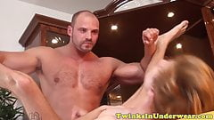 Muscly masseur drilling twinks asshole