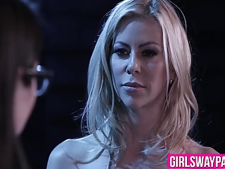 Video bokep online Sexy blonde Alexis Fawx eats Serena Blairs horny juicy pussy 3gp