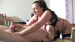 Milf esegue massaggi nel suo studio