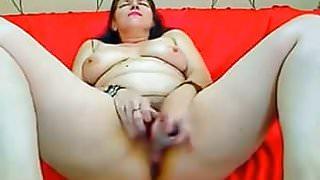 Mature brunette white  fucks herself on webcam
