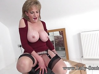 British milf rides the sybian