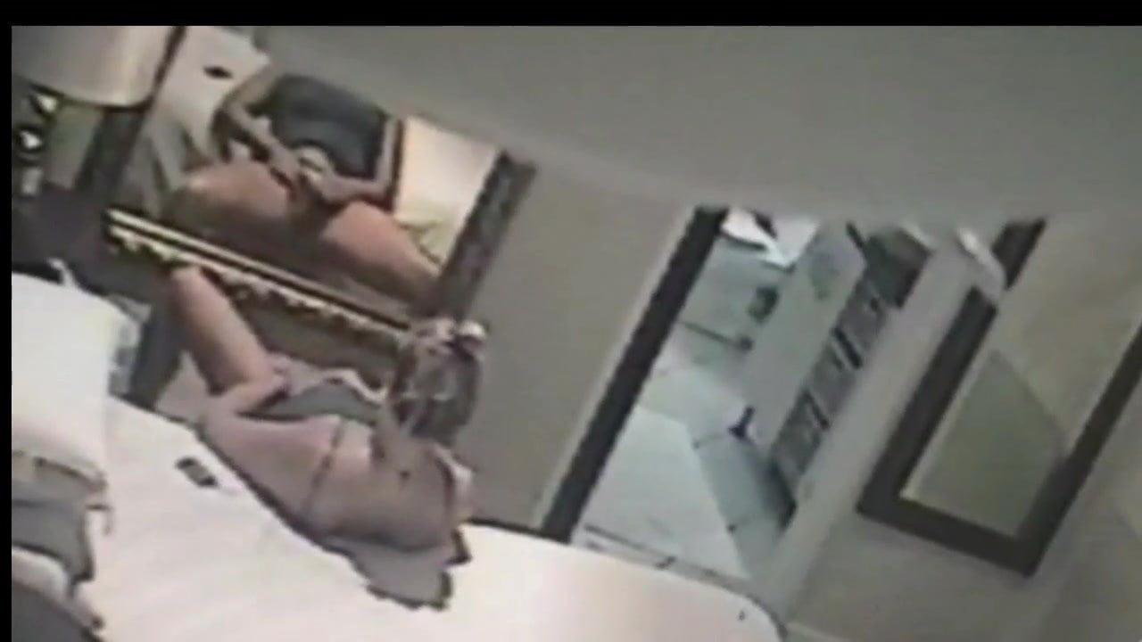 Поймали за мастурбацию скрытая камера, секс зрелые женщины в годах