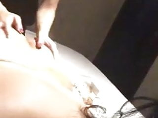 Emirati or Kuwaiti slut gets her big booty massaged