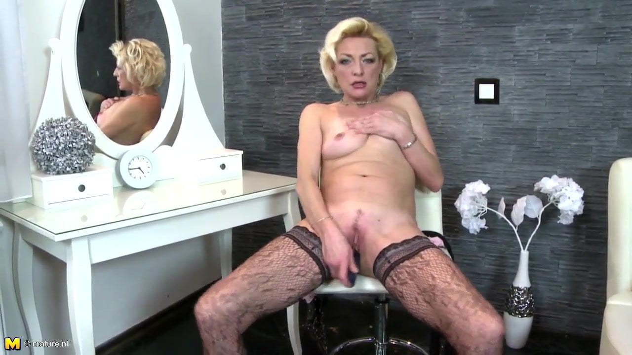 Mature skinny mother with thirsty old cunt