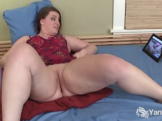 Yanks BBW Nicole Ashbury Masturbates