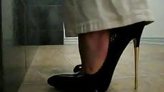 Black patent pumps metal heels, walk