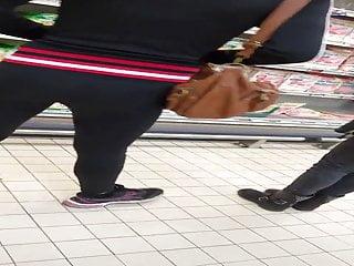 Un bon cul de salope en leggings noir