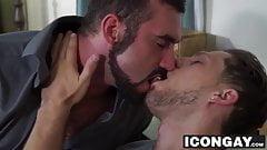 Bearded muscle Jaxton Wheeler bangs his boyfriend Roman Todd