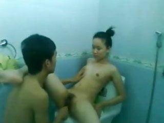 Thai couple fuck in the toilet