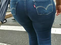 THICK ROUND BOOTY DOMINICAN MILF