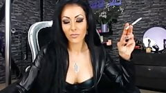 Smoking Domme in leather