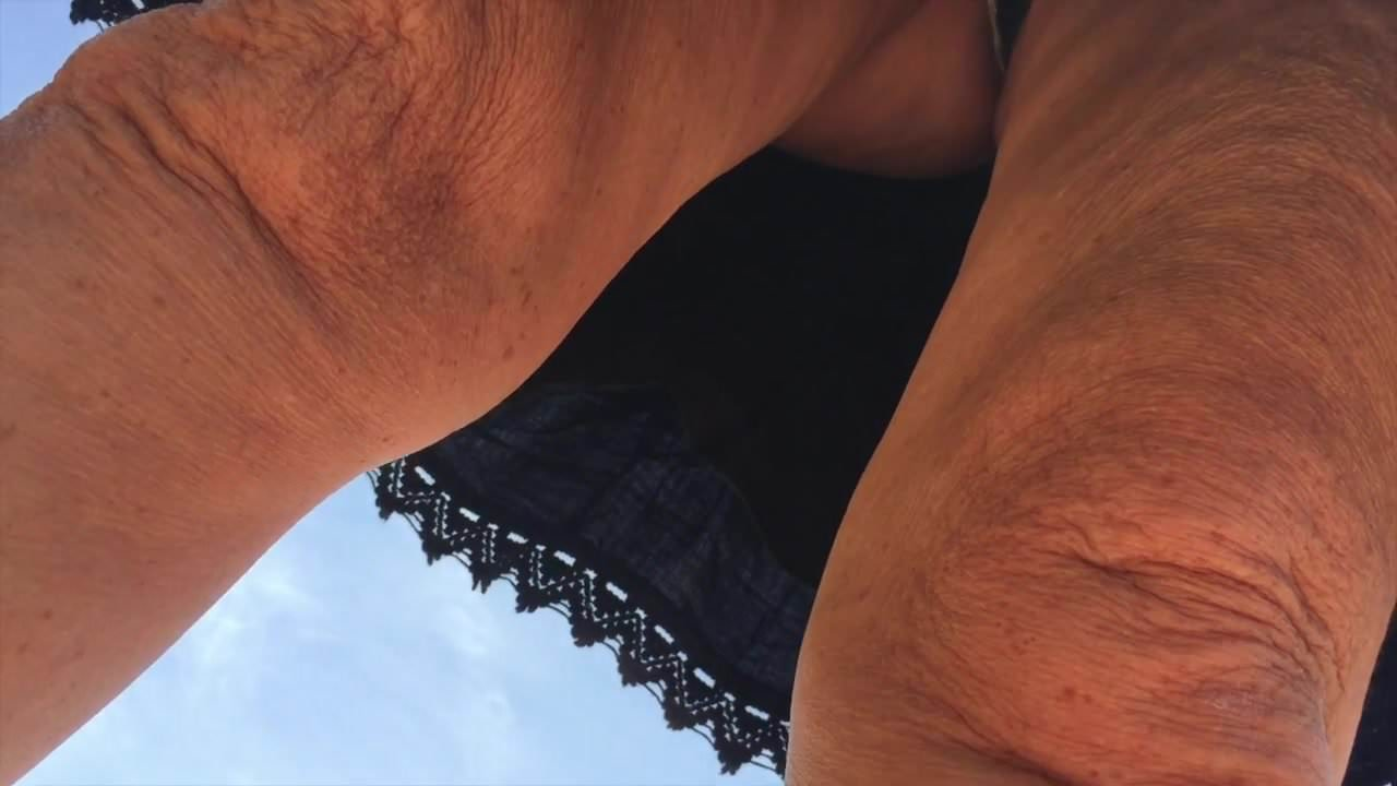 pyanchuzhkami-foto-apskirt-krupnim-planom-kitayanki-razdvigayut-nogi