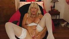 Horny milf like to cum.....