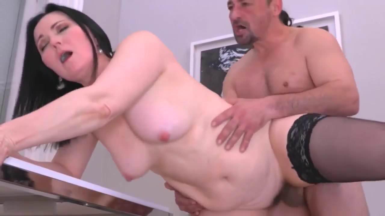 Iznasiluet krasavicu porno online
