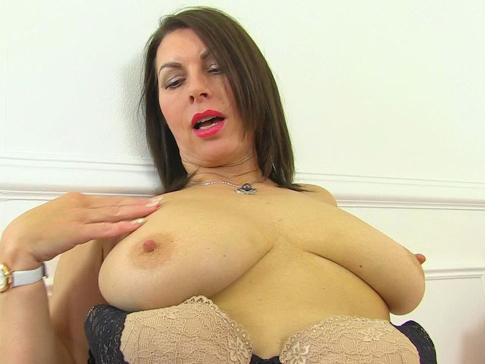 British Milf Raven Is Pleasuring Her Nyloned Pussy Porn B9 It-3184