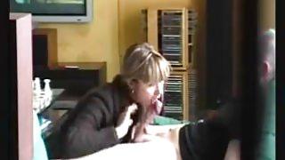 Lady givesa guick CFNM blowjob
