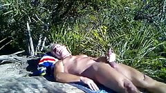 Str8 daddy play in the bushes