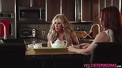 Farrah gives him a handjob in front of his stepmom Janet