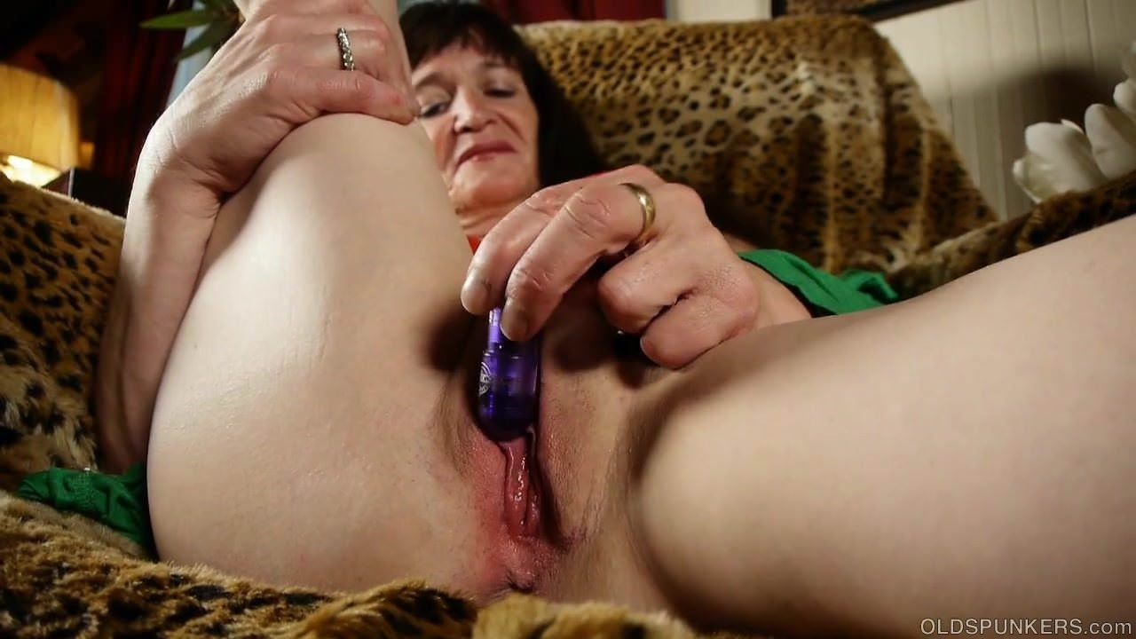 free download & watch naughty old spunker loves to fuck her soaking