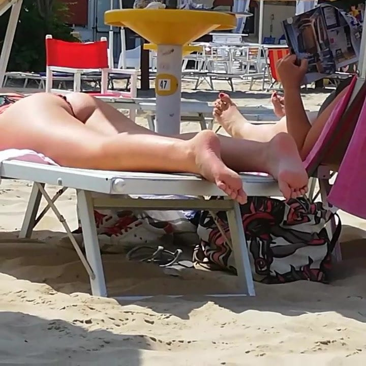 CANDID FEET 2— Young Girl at the Beach