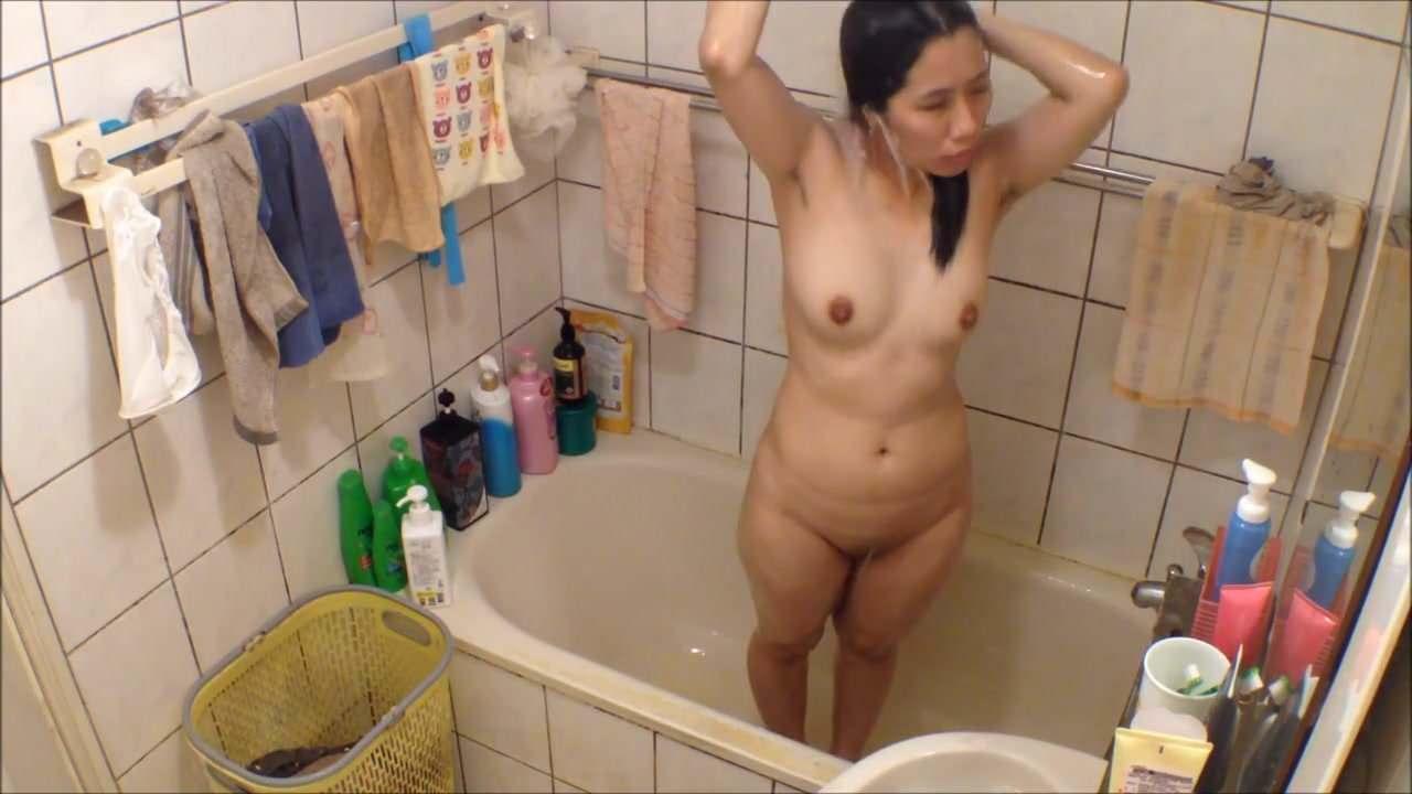 Amateure girls naked free