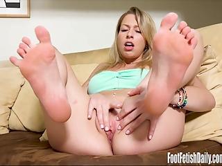 Zoey Monroe Foot Fetish Masturbation