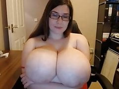HUGE BOOBS ON WEBCAM BBW