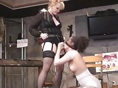 Lezdom BDSM strapon facefuck and gagging on her own piss