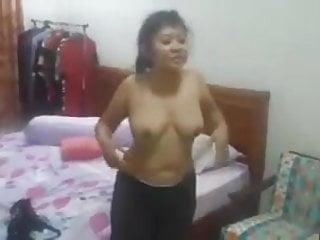 Video bokep online indonesia- pembokat siapa nih 3gp