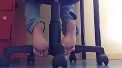 girlfriend beautiful feet when studing