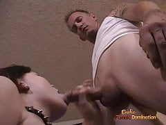 Gorgeous brunette in stockings decides to suck off the cable