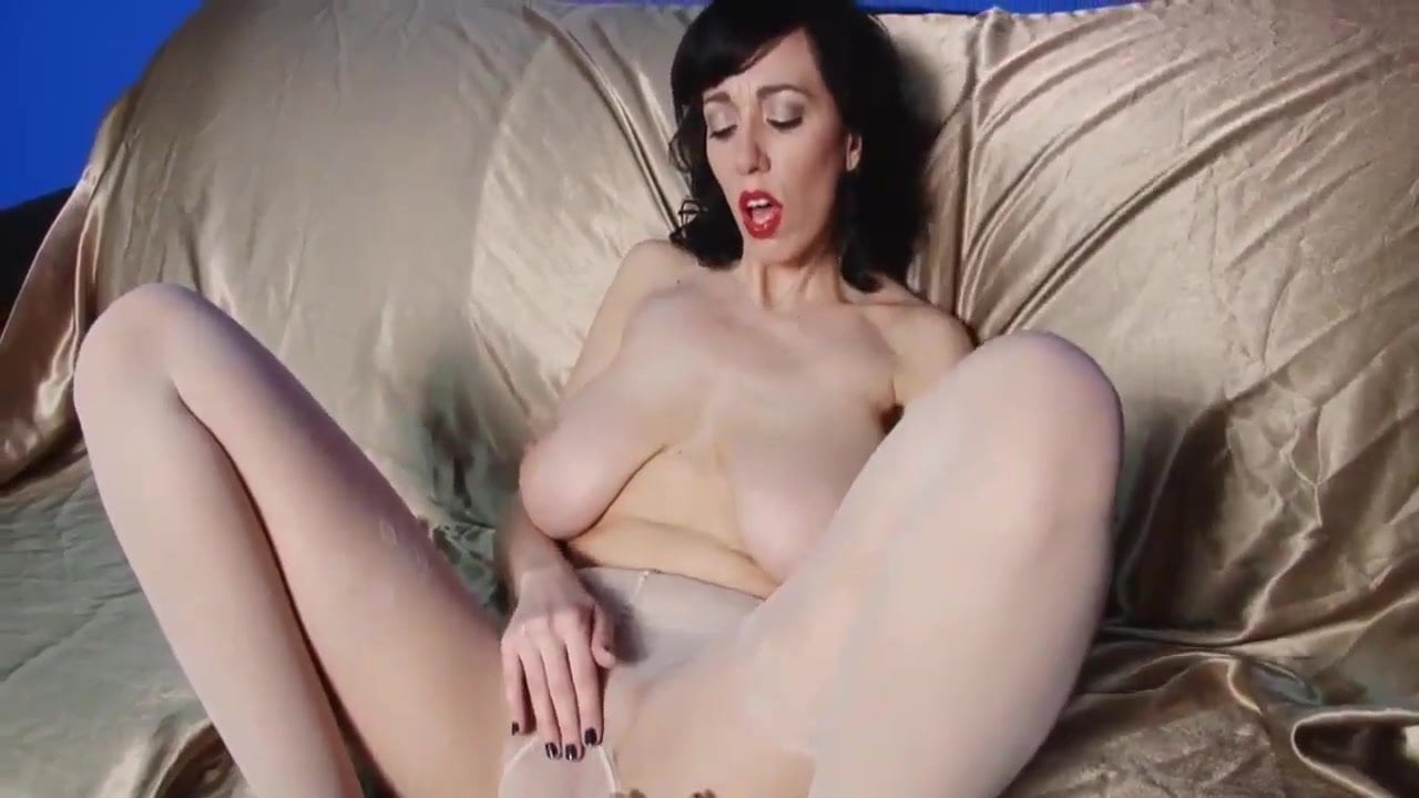 Big Natural Tits 34g Milf Alia Nylon Show And Fingering