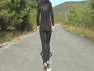 Leggins walk 1