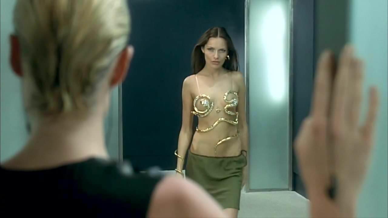 femme-fatale-nude