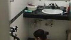 Catch my mother bathing hiddencam