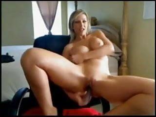 Preview 2 of mamma tettona di un'amica si masturba in cam