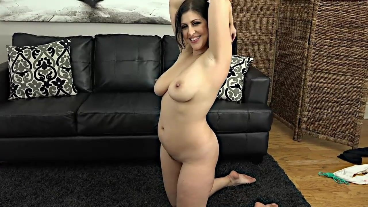 Sexy curvy cougar