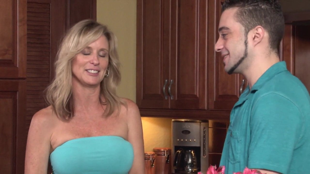 Free download & watch mom fucks her unwanted stepson          porn movies