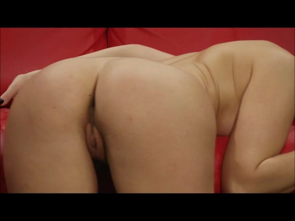 In her kitchen, Lina gets naked and rubs her body