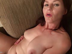 Mature whit nice ass Play mit Pussy
